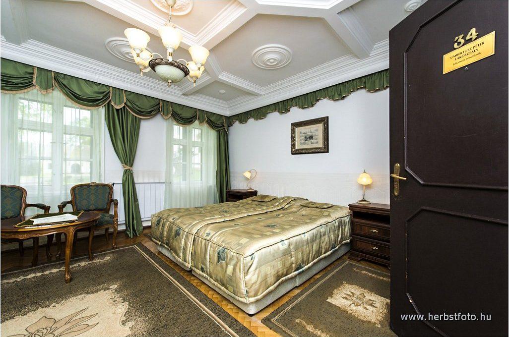 Umbertusz Péter szoba